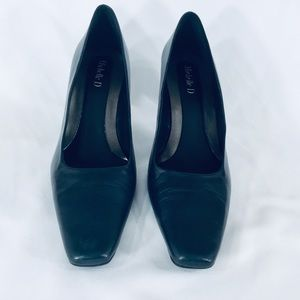 Michelle D. Heeled shoes.